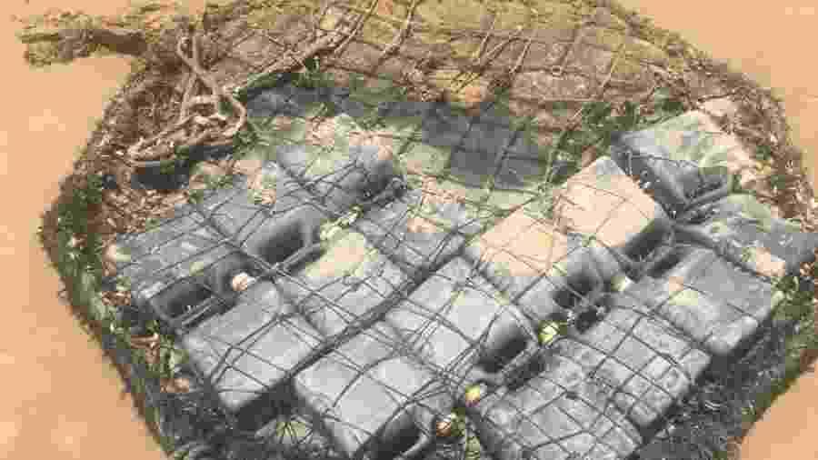 Fardo de galões de plástico é encontrado em praia de Aracaju - Divulgação/Adema