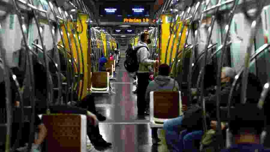 24.mai.2020 - Registro do movimento de passageiros na estação Paulista da Linha 4-Amarela do Metrô de São Paulo - Bruno Escolastico/Photopress/Estadão Conteúdo