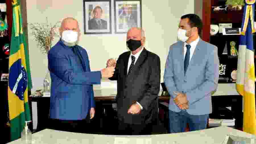 Da esquerda para a direita: o governador do Tocantins, Mauro Carlesse; o presidente do TJ-TO, Helvécio Maia; e o vice-governador do TO, Wanderlei Barbosa - Aldemar Ribeiro/Governo do Tocantins