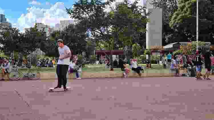21.04.2021 - Pessoas se reúnem na praça Roosevelt, no centro de São Paulo - Leonardo Martins/UOL - Leonardo Martins/UOL