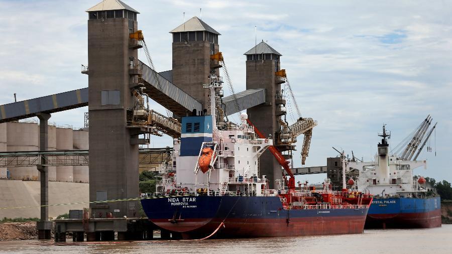 Exportações somaram US$ 27,2 bi em agosto, ao passo que as importações alcançaram US$ 19,5 bi - Por Marcela Ayres