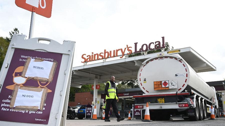 Postos do Reino Unido estão sendo afetados pela escassez de combustíveis devido à falta de caminhoneiros - Paul Ellis/AFP