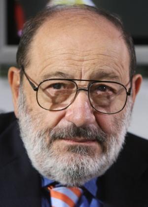 O italiano Umberto Eco, professor de semiótica, crítico literário e romancista, morreu em 19 de fevereiro de 2016 - JOHN MACDOUGALL/AFP