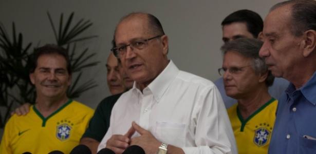 """Antes de ir à manifestação, Alckmin diz que é preciso """"virar a página"""" - Fabrício Bomjardim/"""