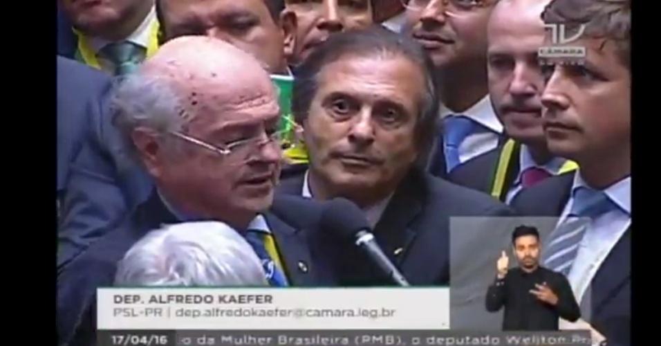 17.abr.2016 - Alfredo Kaefer (PSL-PR) votou a favor do impeachment da presidente Dilma Rousseff