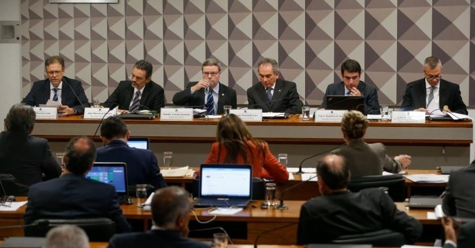 2.mai.2016 - A comissão do impeachment no Senado ouve 3 indicados pela oposição para debater o processo contra Dilma: o procurador do Tribunal de Contas da União (TCU) Júlio Marcelo de Oliveira, o professor José Maurício Conti e o advogado Fábio Medina Osório