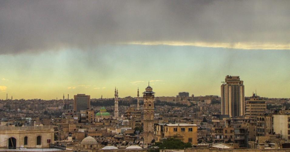 Vista geral de Aleppo e do minarete da Mesquita Umayyad