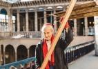 Ex-monge ergue praticamente sozinho uma