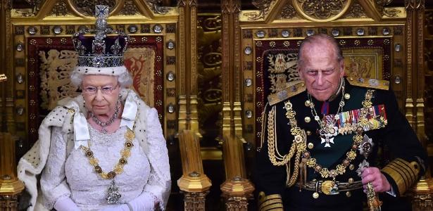 27.mai.2015 - O príncipe Philip ao lado da rainha Elizabeth 2ª