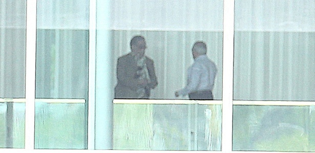 Temer conversa com o advogado Antonio Claudio Mariz no Palácio da Alvorada após a prisão de dois amigos  - Dida Sampaio/Estadão Conteúdo