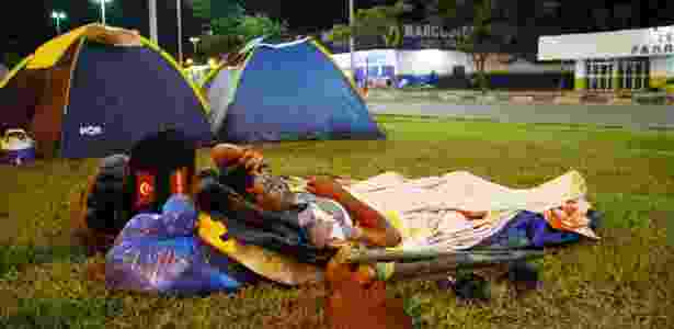 Venezuelanos dormem ao relento próximo à rodoviária - Edmar Barros/Futura Press/Folhapress - Edmar Barros/Futura Press/Folhapress