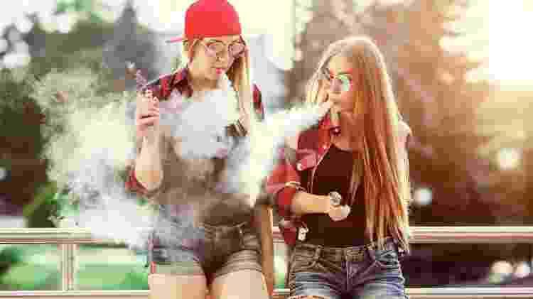 Um temor é que jovens que normalmente não se interessariam pelo cigarro tradicional sejam atraídos pelo eletrônico - Getty Images