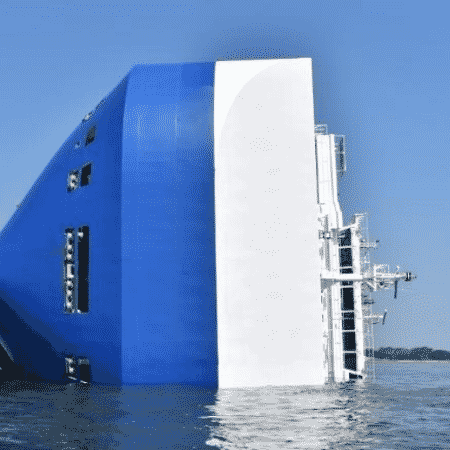 09.set.2019 - Navio que tombou na Geórgia - Guarda Costeira dos Estados Unidos/ Divulgação