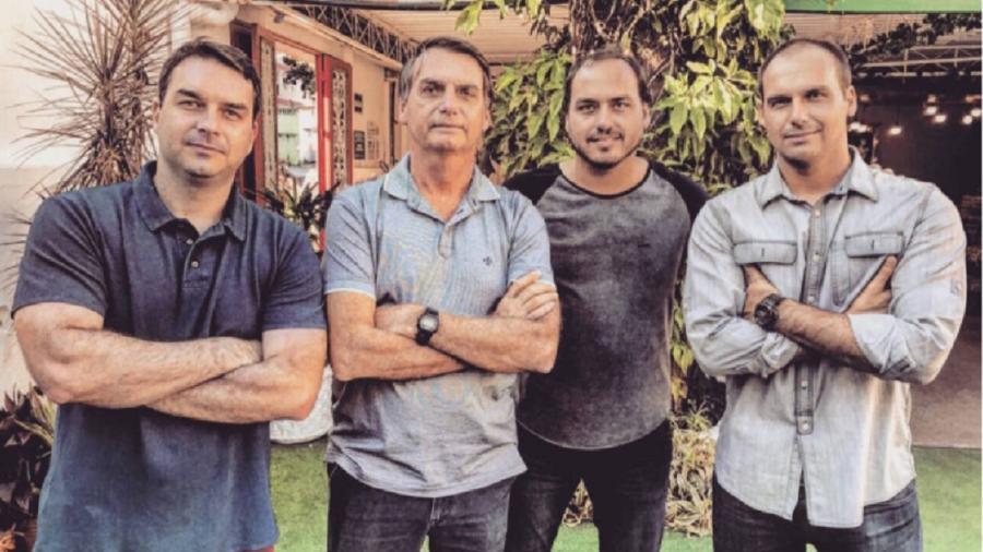 Jair Bolsonaro e os filhos Flávio, Carlos e Eduardo - Reprodução/Flickr
