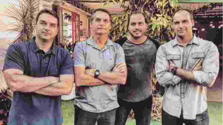Jair Bolsonaro acompanhado dos filhos Flávio, Carlos e Eduardo - Reprodução/Flickr