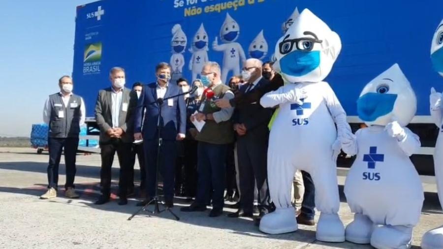 Queiroga acompanhou chegada das vacinas da Janssen doadas pelos EUA - Reprodução / Facebook