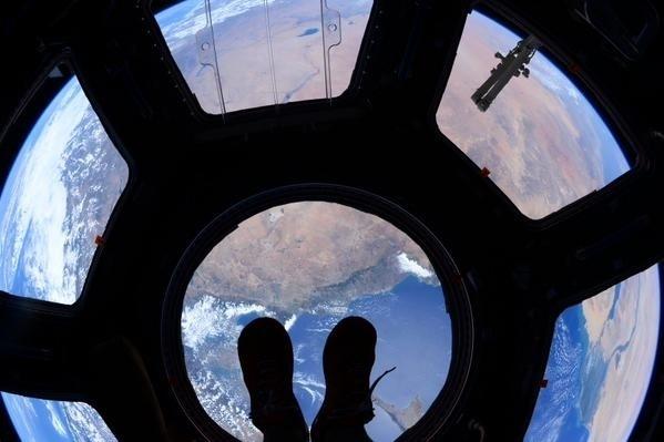7.jul.2015 - O astronauta Scott Kelly publicou uma imagem da Estação Espacial Internacional chamando-a de