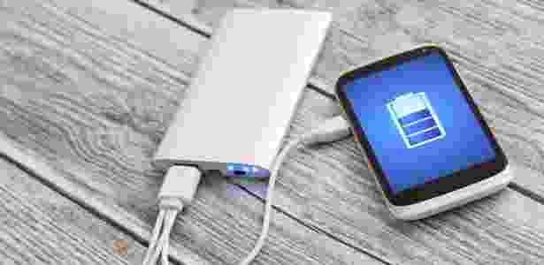"""Tecnologia """"quick charge"""" dá 30% mais bateria em 20 minutos - iStock"""