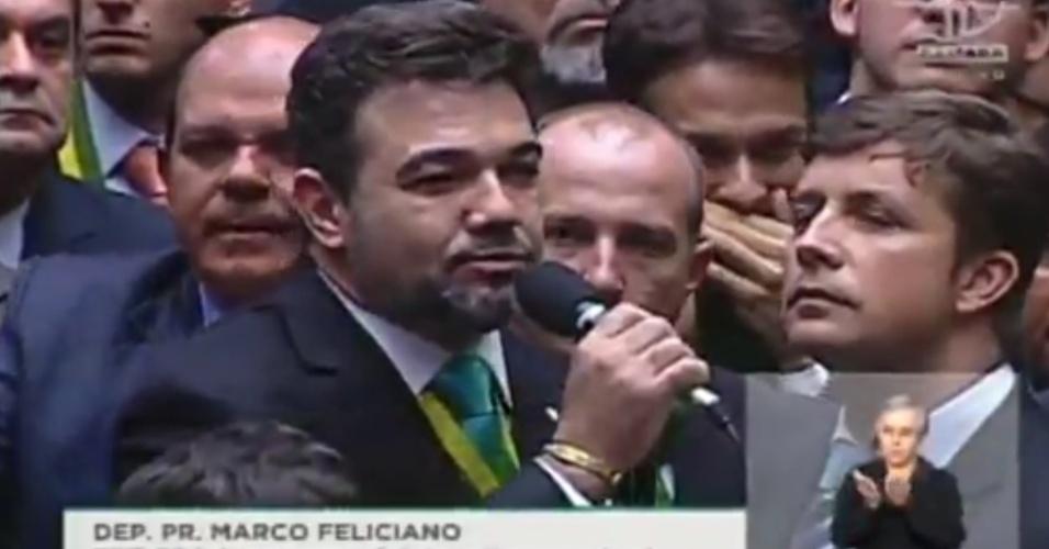 17.abr.2016 - O deputado Pastor Marco Feliciano )PSC-SP), que deve ser candidato à Prefeitura de São Paulo, citou evangélicos e movimentos contrários à presidente Dilma (PT) para votar a favor do processo de impeachment