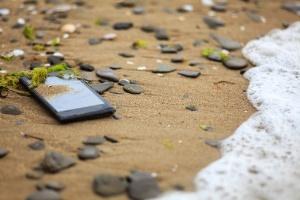 Perdeu ou teve o celular roubado? Veja como saber a localização do aparelho (Foto: Martin Ivanov-Marten/iStock)