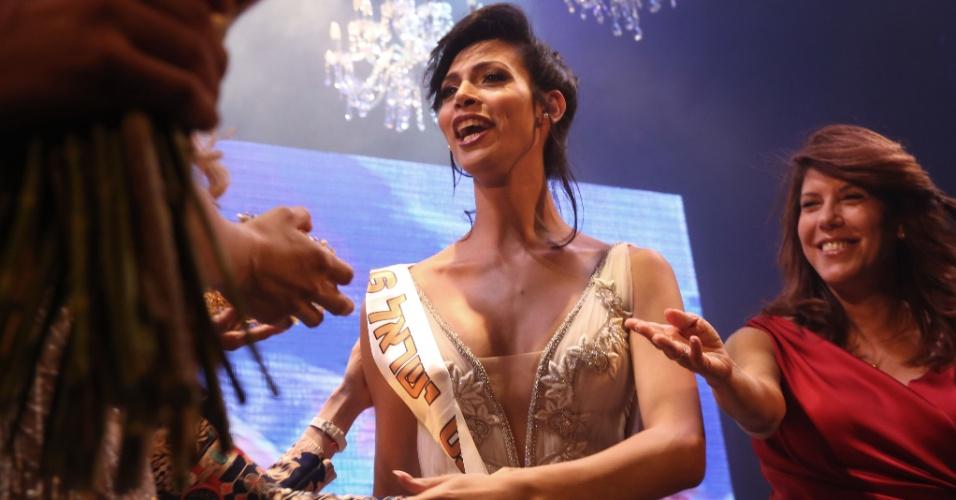 27.mai.2016 - Talleen Abu Hanna reage ao ser anunciada como vencedora da primeira edição do concurso de beleza Miss Trans Israel, em Tel Aviv