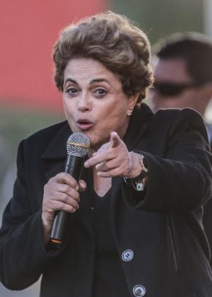 A presidente afastada, Dilma Rousseff, visita o Conjunto Habitacional João Cândido, em Taboão da Serra (SP)