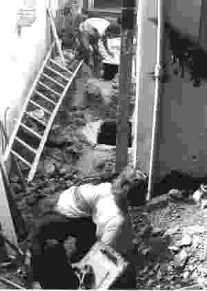 Equipe verifica ossos encontrados no Cemitério dos Pretos Novos - Ana Maria de la Merced Guimarães/Arquivo pessoal