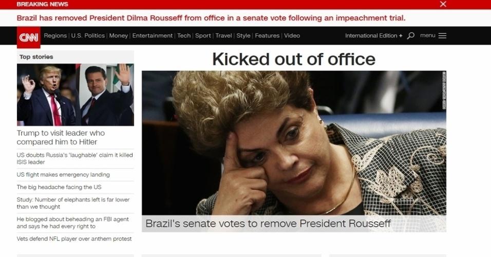 """31.ago.2016 - O canal notícias norte-americano CNN noticiou como """"expulsão"""" o impeachment da presidente Dilma Rousseff. Em seu site, o canal destacou que Dilma foi reeleita por uma margem estreita em 2014, mas que a recessão e escândalos de corrupção acabaram levando a saída da presidência"""
