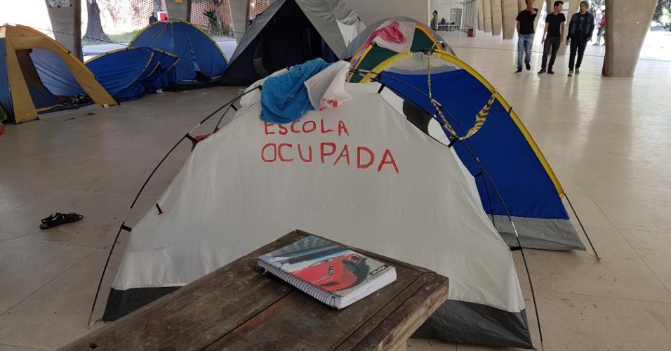 1º.nov.2016 - Imagens feitas na ocupação da Escola Estadual Governador Milton Campos, em Belo Horizonte (MG). O grupo protesta contra a PEC 241 e a reforma do ensino médio