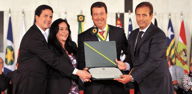 Ex-diretor (terceiro a partir da esq.) chegou a ser condecorado com uma medalha do Mérito Legislativo em 2012 - Rodolfo Stuckert/Agência Câmara