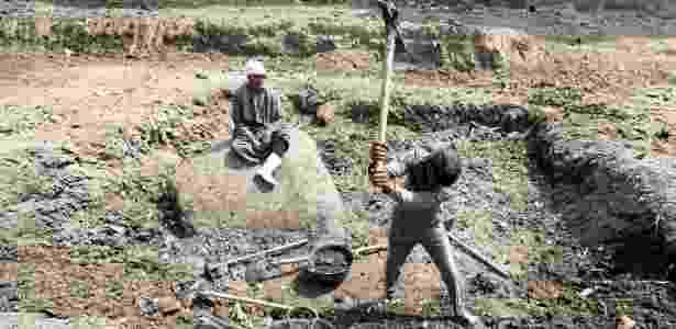 9.mar.2017 - Um trabalhador  - Mohamed Abd El Ghany/ Reuters - Mohamed Abd El Ghany/ Reuters