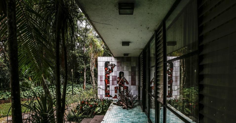 17.mar.2017 - Painel decorativo do Sítio Paiquerê, local onde o proprietário, o italiano José Milani, desejava abrir um cassino nos anos 1960