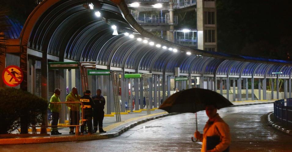 28.abr.2017 - Terminal Cachoeirinha, na zona norte de São Paulo, amanhece vazio nesta sexta-feira, dia de greve geral