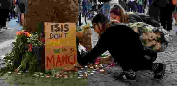 """""""O Estado Islâmico não nos assusta, somos Manchester"""", diz cartaz em homenagem às vítimas de atentado na cidade britânica - Darren Staples/Reuters"""