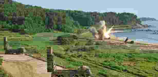 EUA e Coreia do Sul fazem testes de mísseis no litoral sul-coreano - Reuters - Reuters
