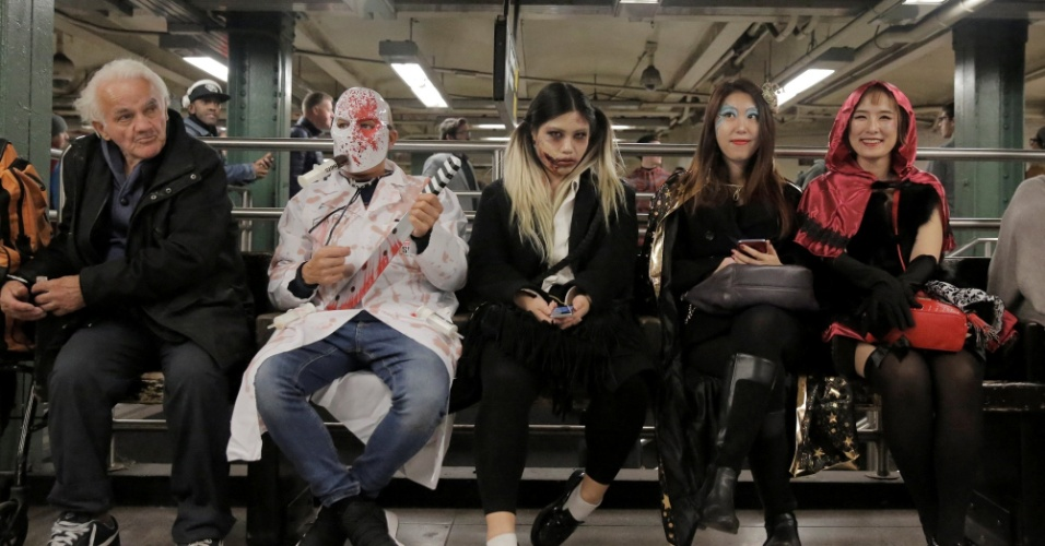 31.out.2017 - Festa de Halloween acontece em Nova York mesmo depois do atentado terrorista desta terça (31), que matou oito pessoas e feriu onze.