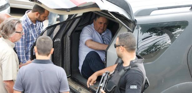 Garotinho deixa delegacia após depor sobre possível agressão na prisão