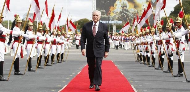 19.abr.2018 - Presidente Temer chega para cerimônia do Dia do Exército, em Brasília