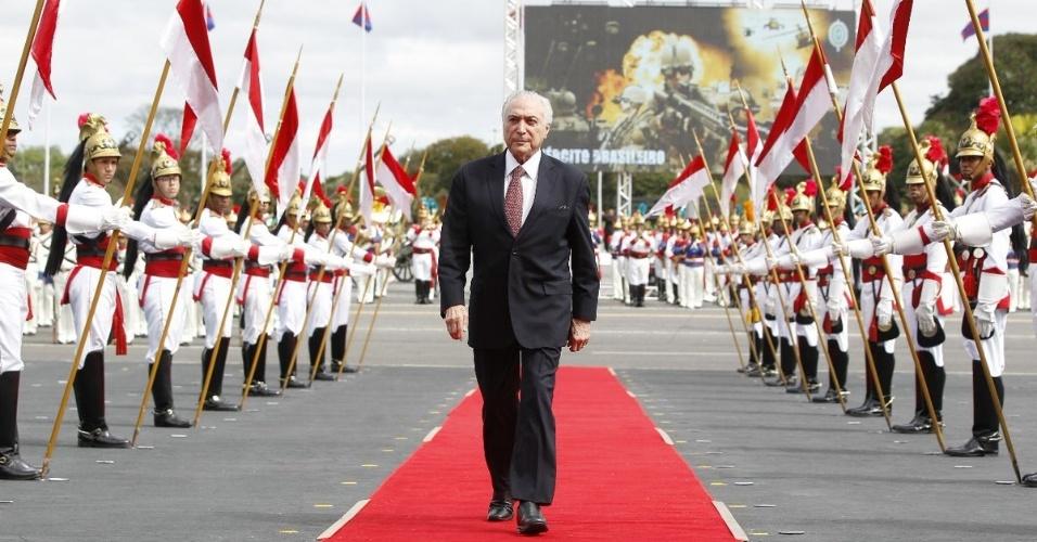 19.abr.2018 - Presidente Michel Temer chega para cerimônia em comemoração ao Dia do Exército, em Brasília