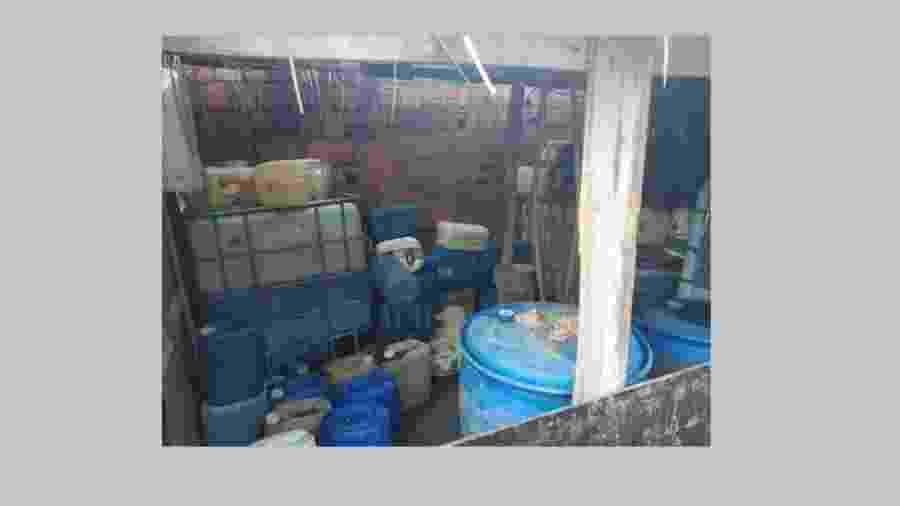 10.jan.2019 - Galpão armazenava 7.000 litros de combustível para ataques, segundo a polícia do CE - Polícia Civil do Ceará