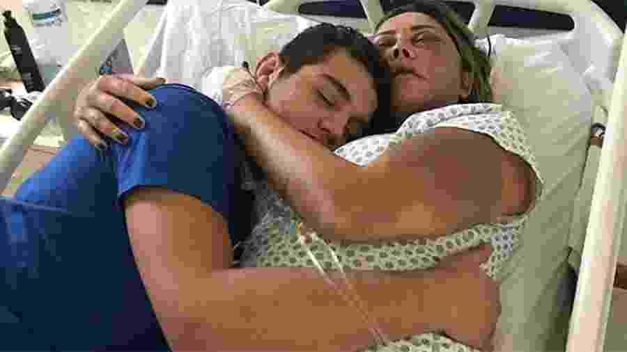 Rayron Gracie posta foto com a mãe, Elaine Caparróz, agredida no Rio - Reprodução/Instagram/Rayron Gracie