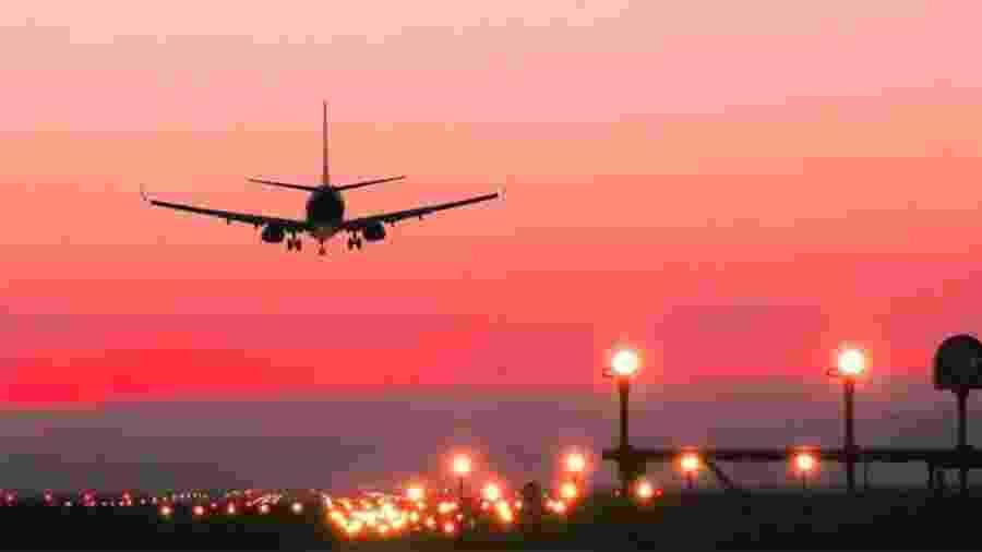 A indústria da aviação projeta bilhões de perdas, enquanto o preço das passagens continua a cair devido à baixa demanda - GETTY IMAGES via BBC