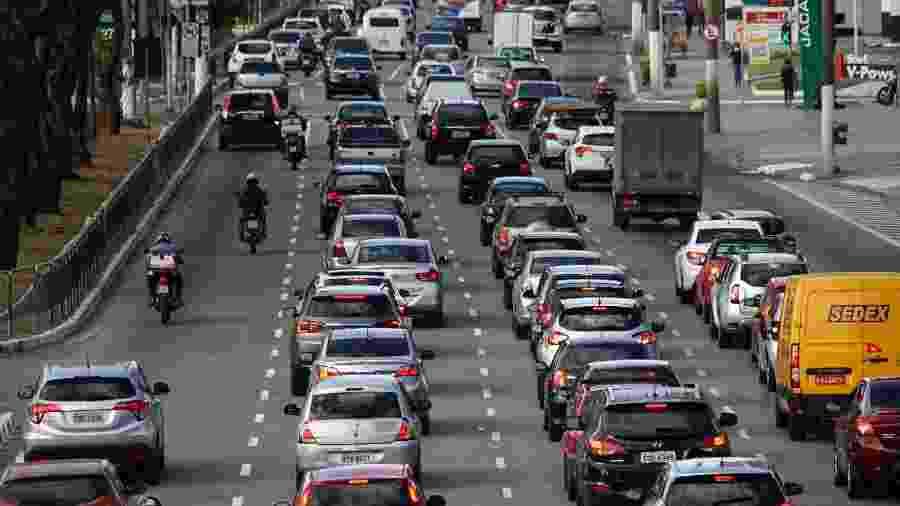 A partir de sexta-feira (15), as revendedoras deverão pagar alíquota de 5,5% sobre o valor de venda dos veículos usados; o valor atual é de 1,8% - CRIS FAGA/ESTADÃO CONTEÚDO