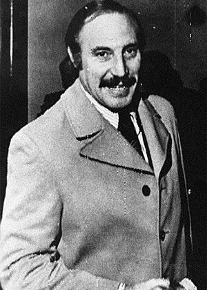 3.jul.1999 - Orlando Letelier, ex-chanceler e ex-embaixador chileno em Washington durante o governo do presidente Salvador Allende, trabalhava em um centro de pesquisas dos EUA e liderava uma campanha internacional contra o general Augusto Pinochet quando foi morto em uma explosão, em 1976