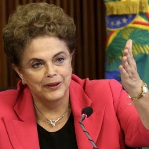 """""""Lutamos por muitos anos para o restabelecimento da ordem democrática"""", diz Dilma em nota"""