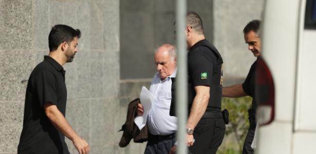 Suspeito é levado para a sede da Polícia Federal, em São Paulo