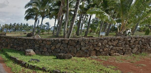 A ampliação deste muro ao redor da propriedade de Zuckerberg no Havaí pode ser vista nesta foto do Google Street View