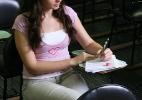 Estudantes acertam, em média, menos de 50% das provas específicas do Enade (Foto: Joel Silva/Folhapress)