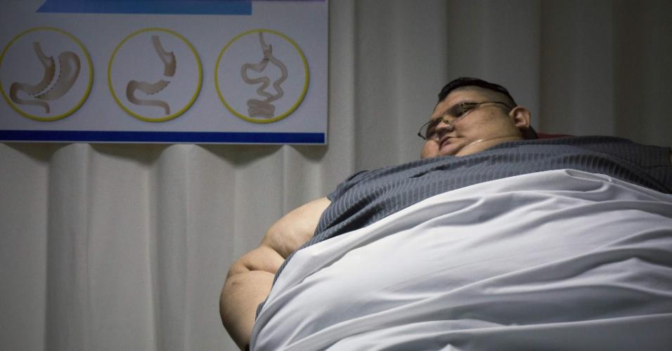 21.dez.2016 - Quando Juan Pedro começou a se tratar com Castañeda, além de obesidade mórbida tinha diabetes e hipertensão descontroladas, e uma doença crônica que obstruía seus pulmões, entre outros problemas de saúde. Hoje já não toma insulina, e reduziu a ingestão de remédios, informou o médico