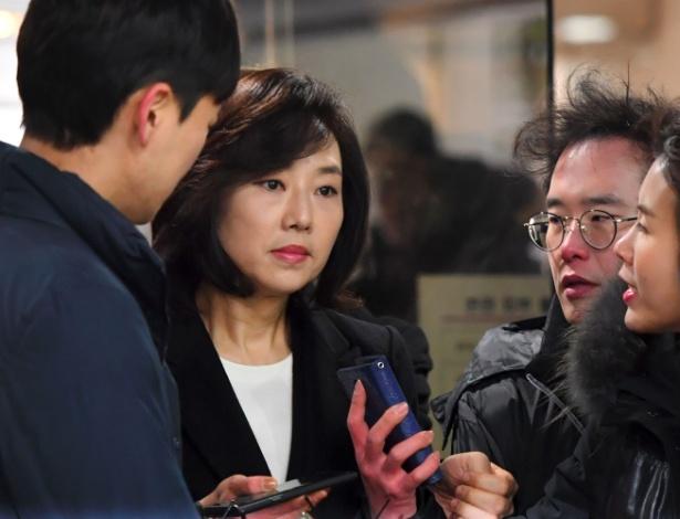 Ministra da Cultura da Coreia do Sul, Cho Yoon-Sun, chegando ao tribunal para audiência